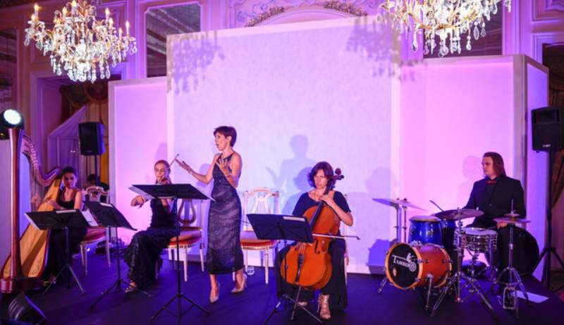 Midea orchestra all'interno