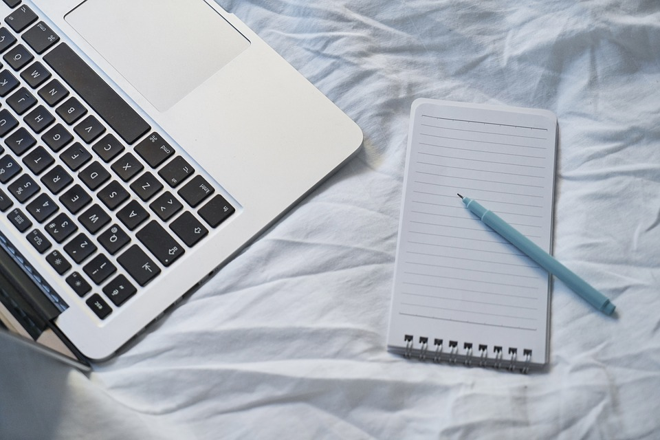 scrivere comunicato